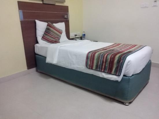 Bell Hotel - Chennai: Bell hotel deluxe single room view