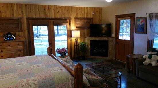 Whitefish TLC Bed and Breakfast Inn: Bear Grass King Suite