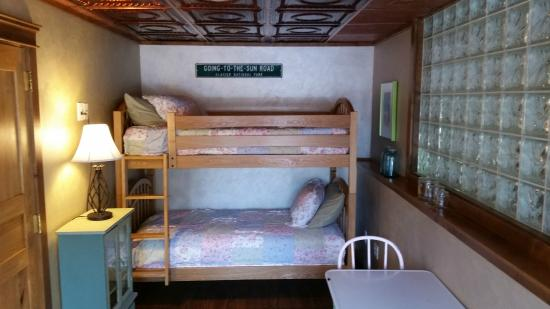 Whitefish TLC Bed and Breakfast: Bear Grass Suite adjacent bunk room