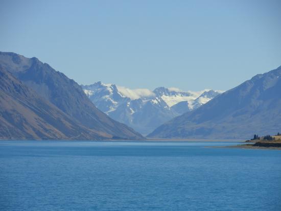 Tekapo Heights: Lake from room