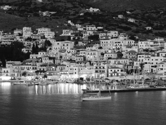 Villa Galazio: View of Batsi in black and white from our balcony
