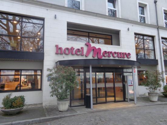 Mercure Blois Centre : Ingang van het hotel