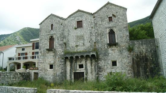 Prcanj, Montenegro: Tre sorelle