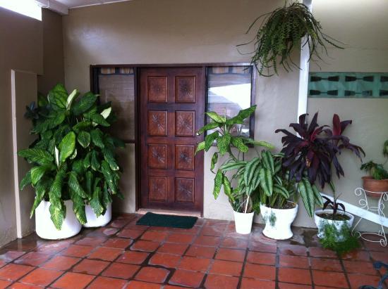 Ana's Place : Entrée-Grande chambre avec cuisinette