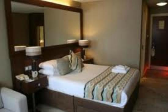 The Alona Hotel : o quarto é bom