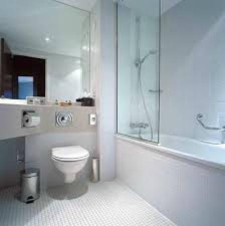 The Alona Hotel : banheiros impecaveis