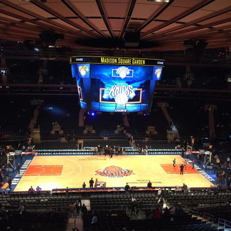 Celtics 17 13 at knicks 16 13 game 31 12 25 16 for Places to eat near madison square garden