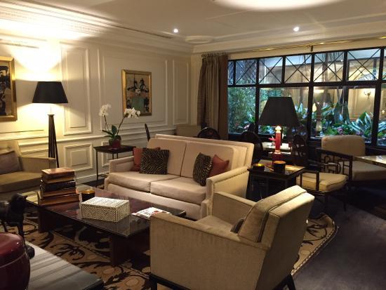Hotel Francois 1er: Very nice lounge area.