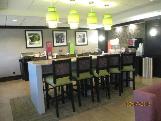 Hampton Inn Atlanta Town Center / Kennesaw: Great Breakfast and nice eating area
