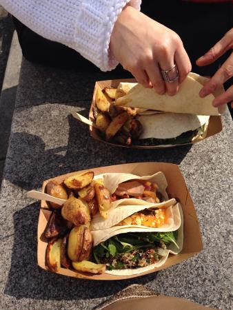 Ouh La La! - Cantine St Martin : Tacos porc - coleslaw cheddar yummy - tabloulé