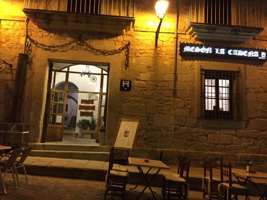 Restaurante Mesón Hostal la Cadena: La entrada