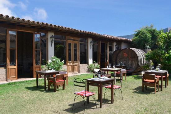 El jard n picture of retono restaurante cafayate for Restaurante el jardin madrid
