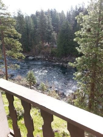 Alpine Rivers Inn: View from 2nd Floor Balcony