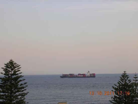 King's Row : ship passing