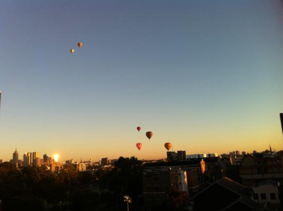 Quest on Chapel: View from our room. Early morning balloons