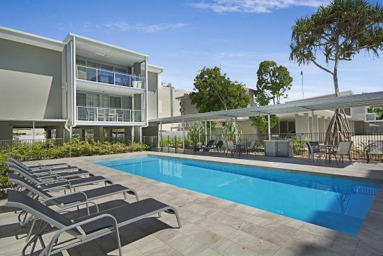 Jacaranda Noosa Apartments: Outdoor Heated Pool U0026 BBQ Area