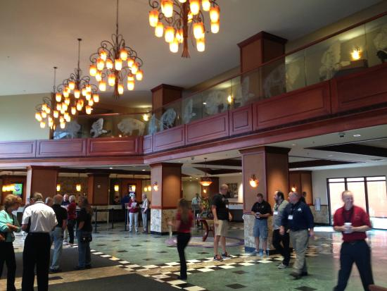 Treasure Island Resort & Casino: lobby