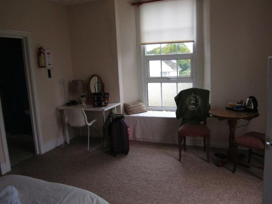 Breezemount Manor: My room, very clean and cozy