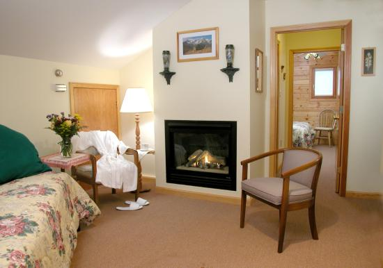 The Chalet Inn Bed & Breakfast: Alpine Suite Sitting Room