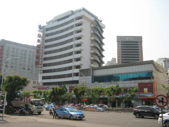 Hainan Civil Aviation Hotel: Hotel from across street