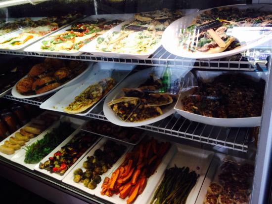 Ty's Fine Foods and Bistro: Flat bread pizzas and roasted veggies