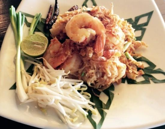Baan Rabiang Nam or River Tree House: Pad thai, salad style