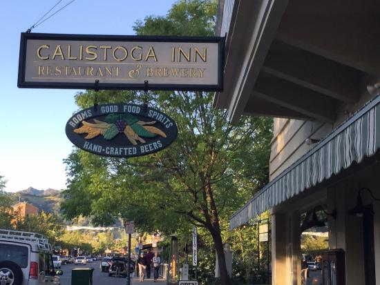 Calistoga Inn : Entrance from the Main Street.