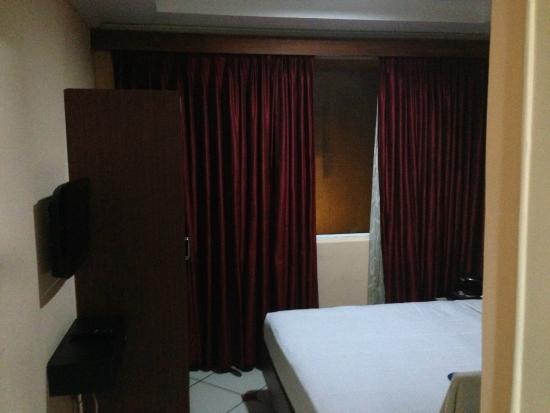 Emarald Hotel & ZO Rooms: Smaller Room
