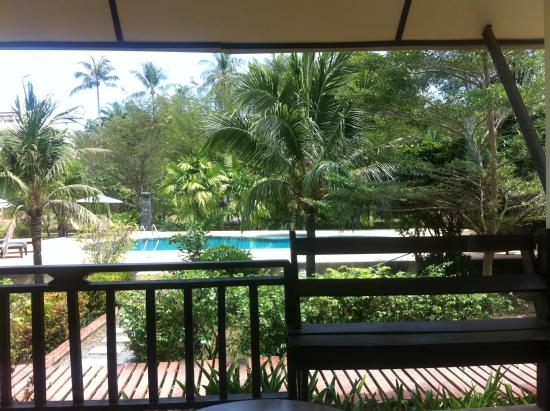 NT Lanta Resort : Вид с веранды бунгало