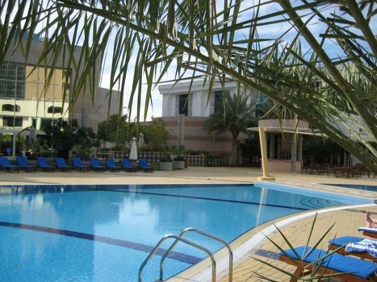 The swimming pool picture of le royal meridien abu dhabi abu dhabi tripadvisor for Swimming pool offers in abu dhabi