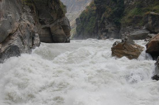 Shanghutiao Canyon: Middle part of Tiger leaping gorge