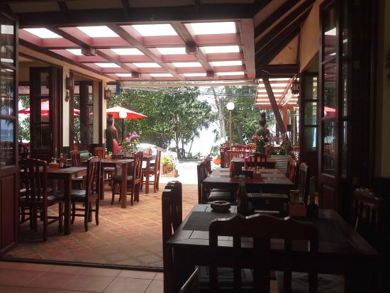 Phuket Naithon Resort : Lunch in hotel restaurant