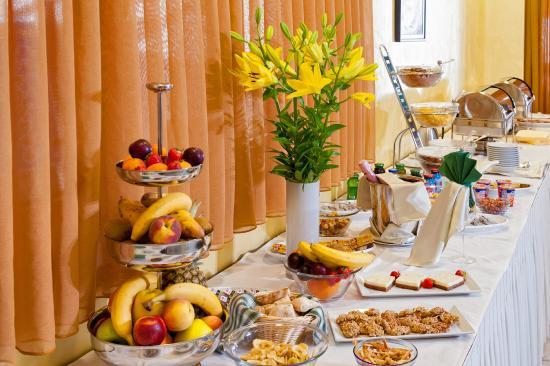 Hotel Saudade: Buffet breakfast