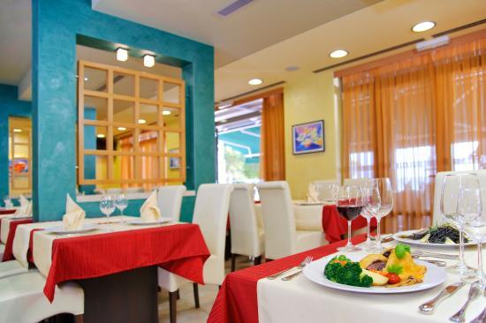 Hotel Saudade: Indoor dining