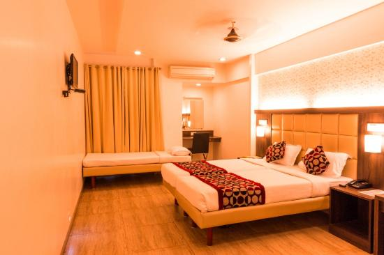 OYO Premium Navi Mumbai Palm Beach Road