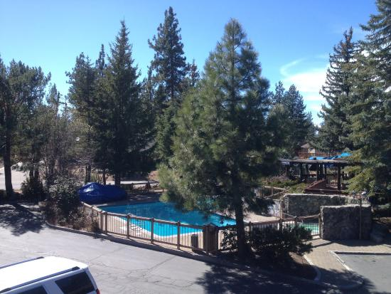 BEST WESTERN Station House Inn: Veiw of the pool and hot tub from our room