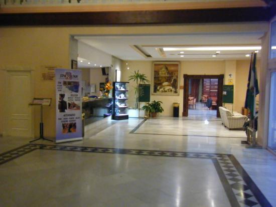 lobby towards reception/dining area