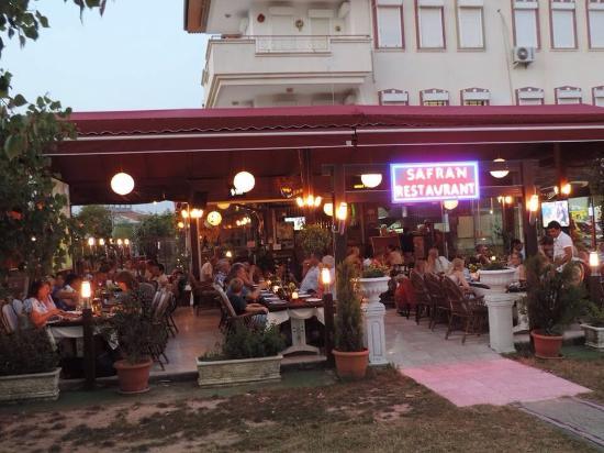 Safran Restaurant Cafe & Bar: .-)