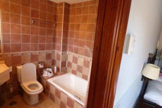 Hotel El Prado de las Merinas: baño completo