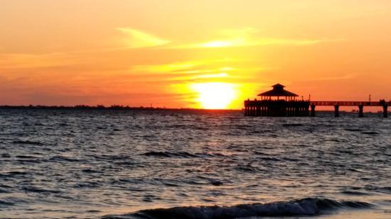 Gulfshore Grill: Sunset