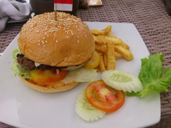 The Beach House Balikpapan: Beef burger on the beach