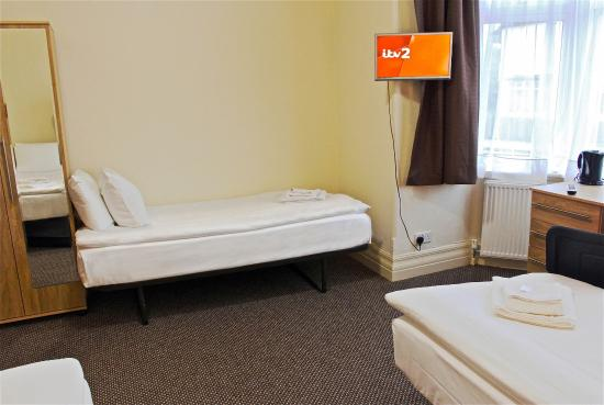 Central Hotel: Superior triple room (en-suite)