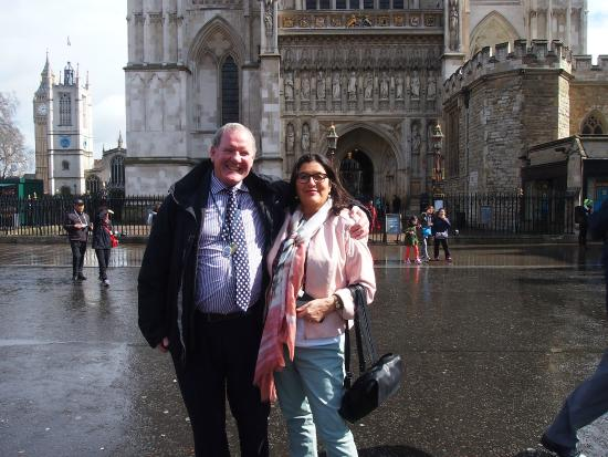 Bryan Gorin's Blue Badge Tours : Bryan and my mother in front of Westminster Abbey