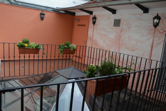 Residence U Cerneho Orla: Atrium