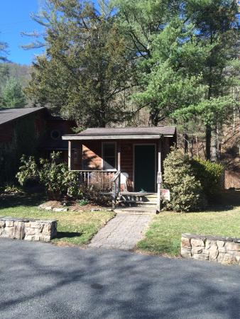 Brookside Cabins: The Cabins at Brookside