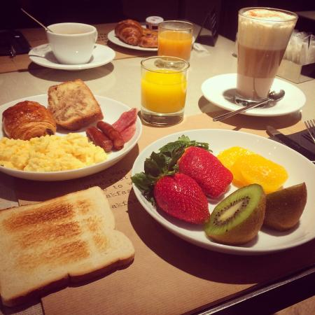 Grand Hotel Central: breakfirst
