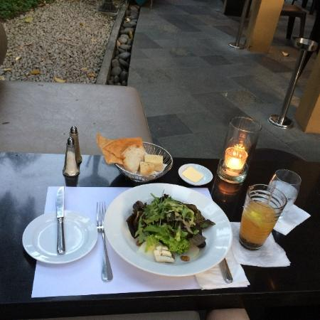 Sala Bistro: 洋ナシとブルーチーズのサラダ