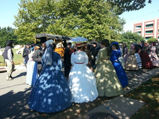Manassas Junction Bed and Breakfast: Civil War Ladies