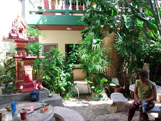 phuketgreenhome: vue de la cour