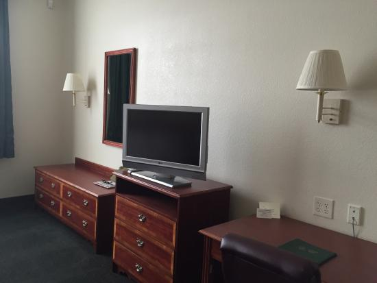 Garden Place Suites : Direct TV with lots of channels